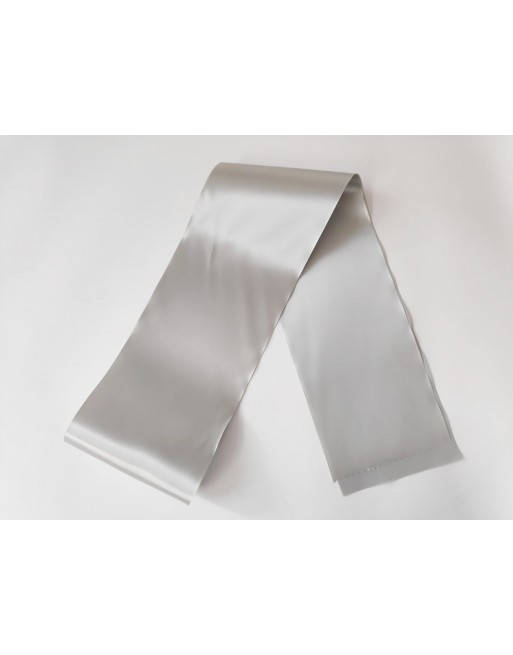 Stříbrná saténová šerpa